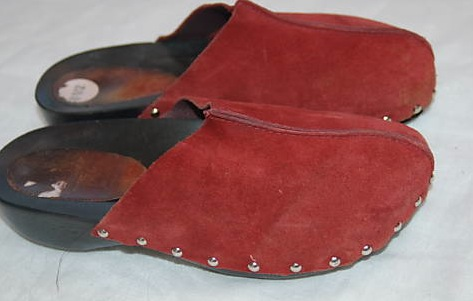 Candie's red suede 3
