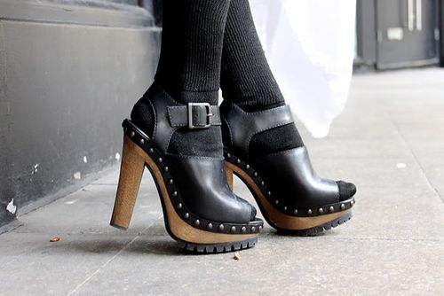 5-inch-and-up-blog-pleasure-priciple-dress-american apparel-socks-zara-clogs-asos-backpack-5.JPG