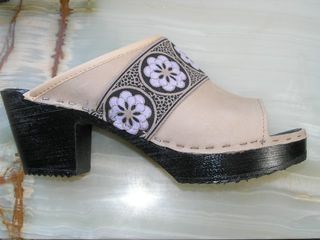 UncommonThreads clogs 034