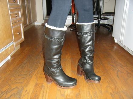 Ugg savannah clog boot