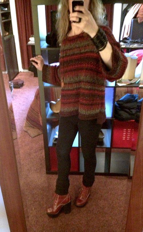 Red tardy-free people sweater-01